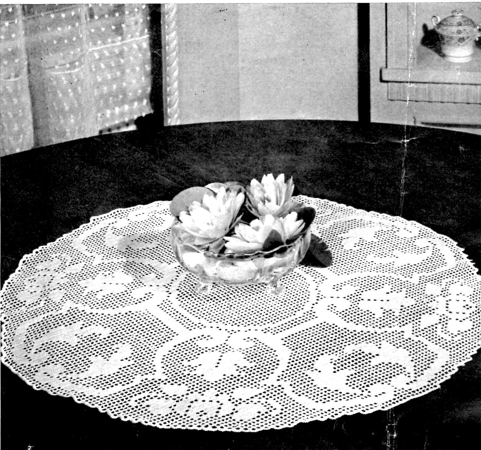 Rose Filet Crochet Round Table Topper Pattern - Vintage Crafts and More