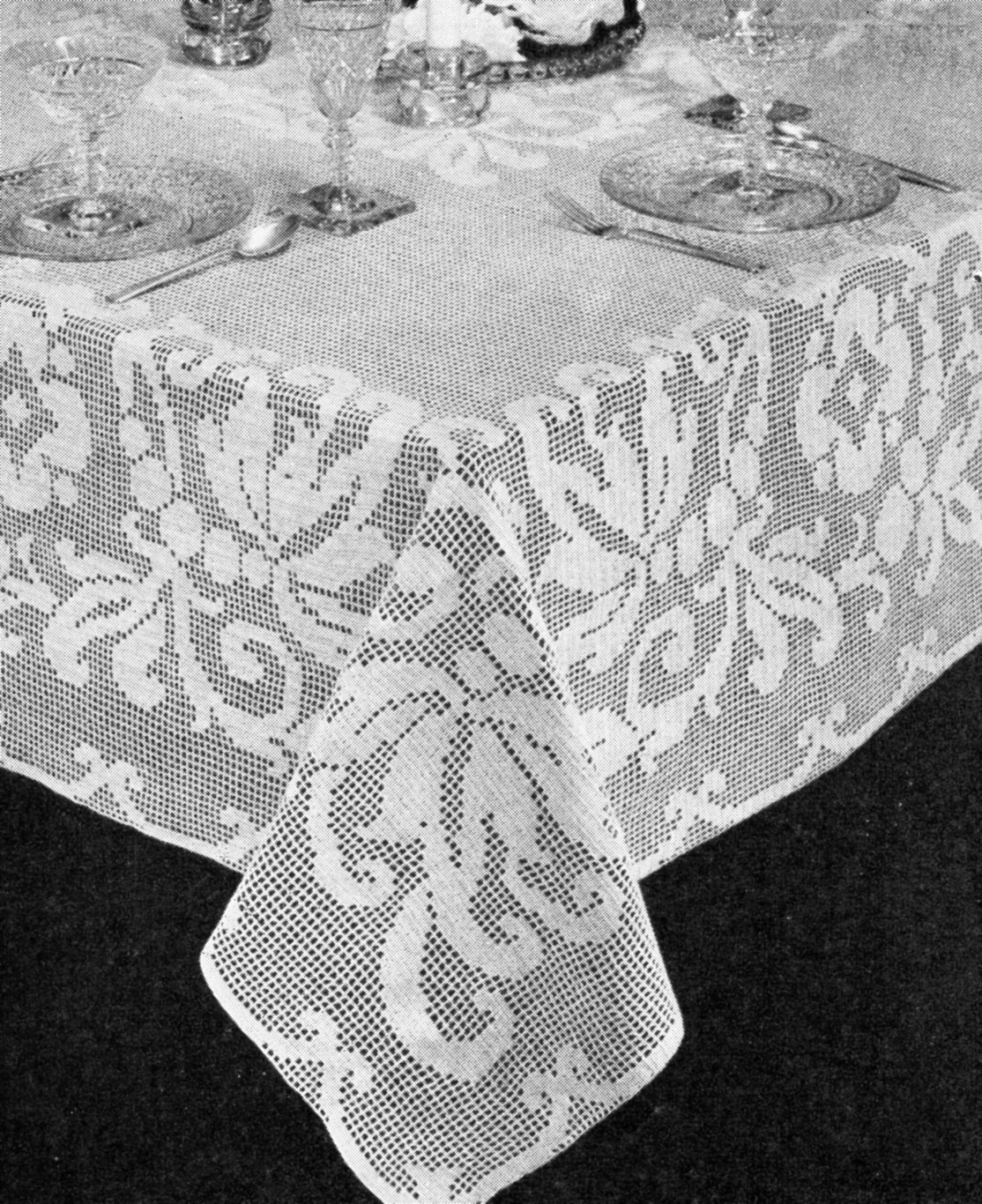 Free filet crochet pattern archives vintage crafts and more banquet tablecloth filet crochet pattern ccuart Gallery